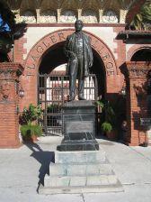 wpid-henry_m._flagler_statue_flagler_college_001.jpg